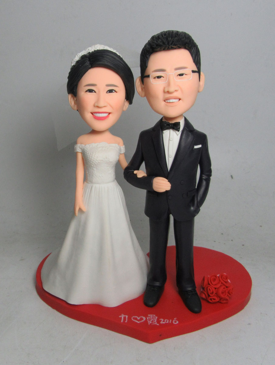 Wedding bobbleheads are also come in ready made forms or in custom shapes and sizes depending on the requirement.