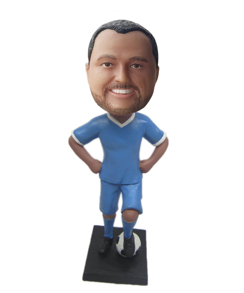 Making bobblehead of football fans M026