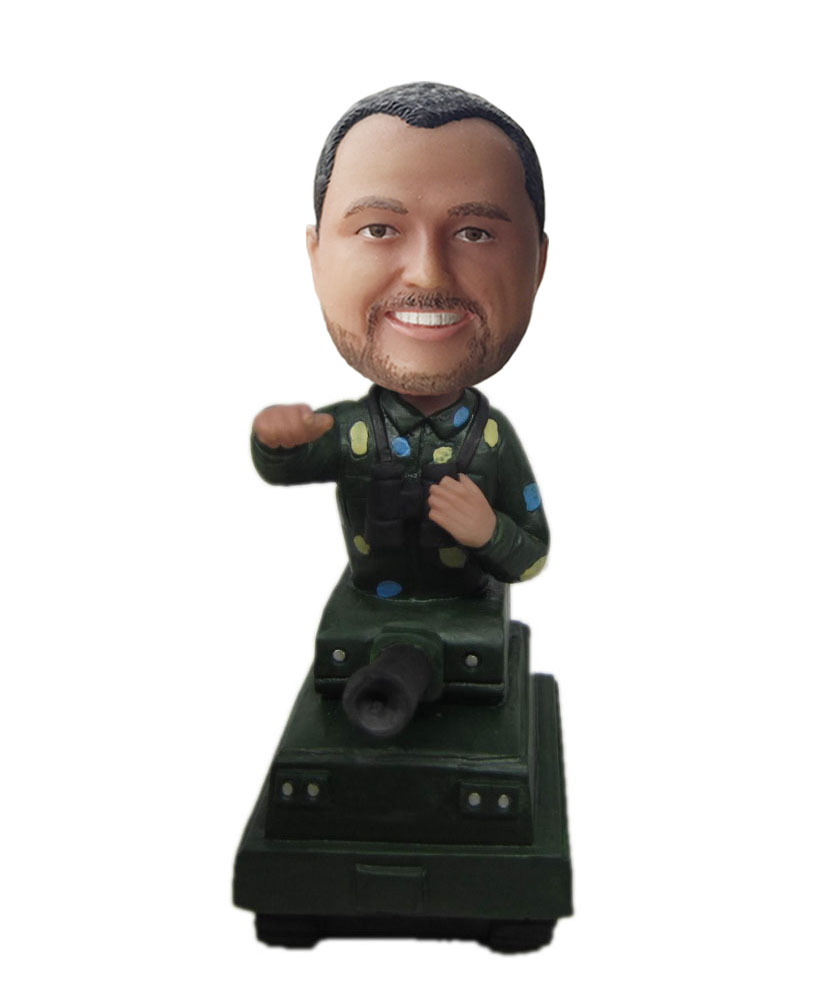 Making tank bobblehead doll