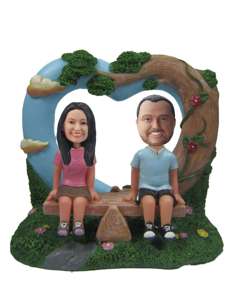 Bride and Groom Hearts Background bobblehead Doll w459