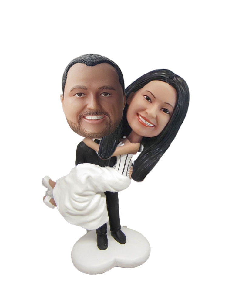 Groom Holds Wife Customized Bobbleheads W720